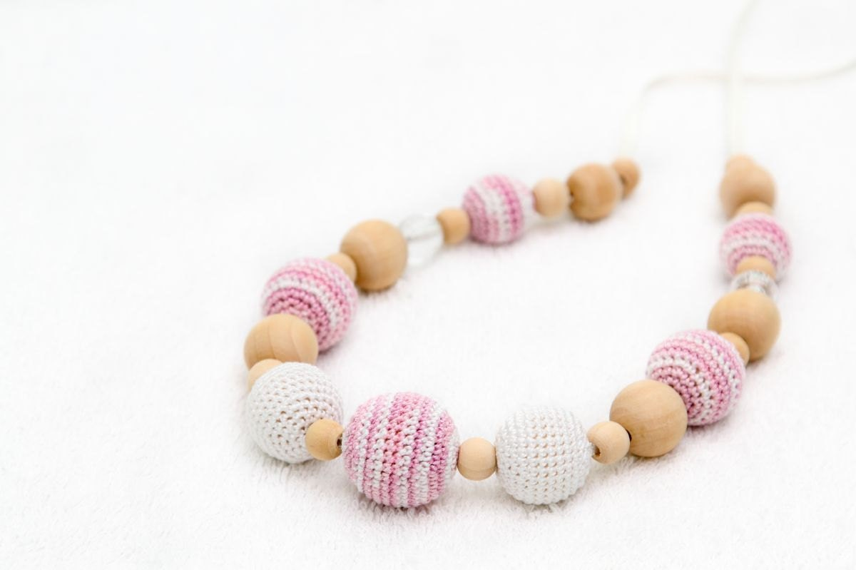 Pink & White Nursing Necklace by MagazinIL - MagazinIL