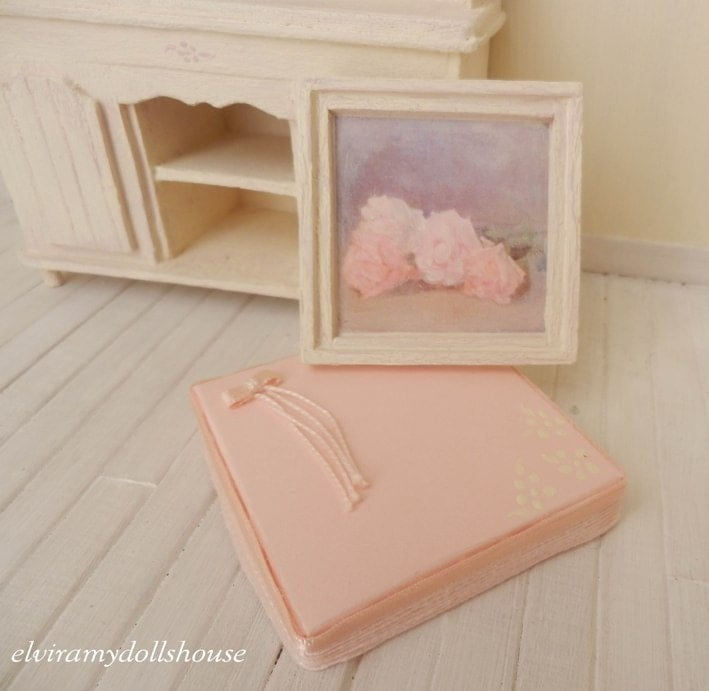 Shabby Roses' Picture with Box, 1:12 Scale - ElviraDollsHouse