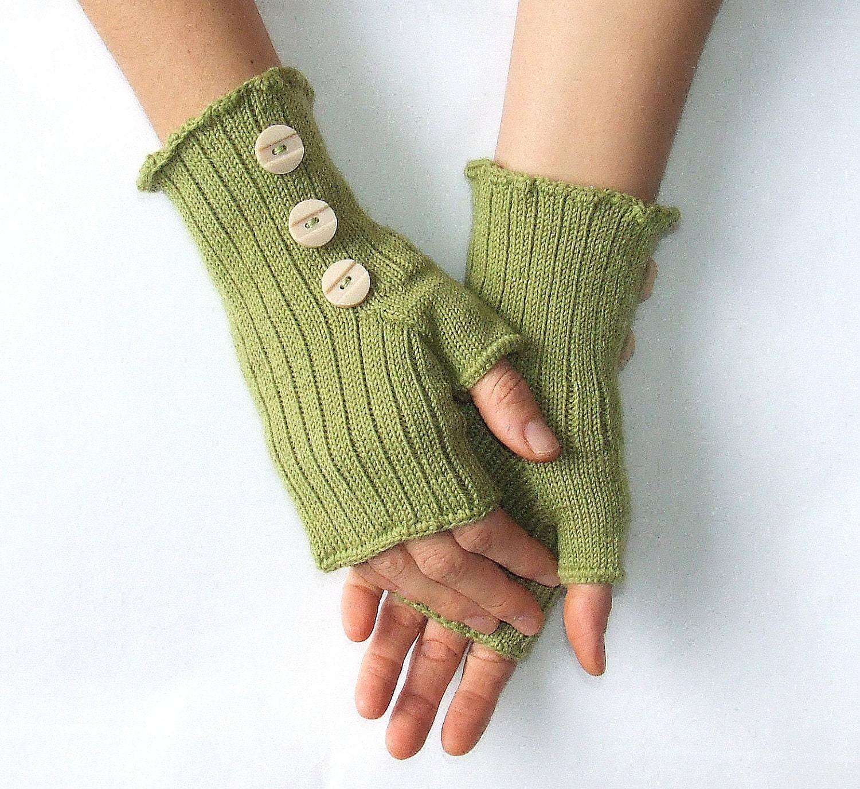 زن دستکش های Fingerless -- سبز -- با دکمه های قدیمی بژ