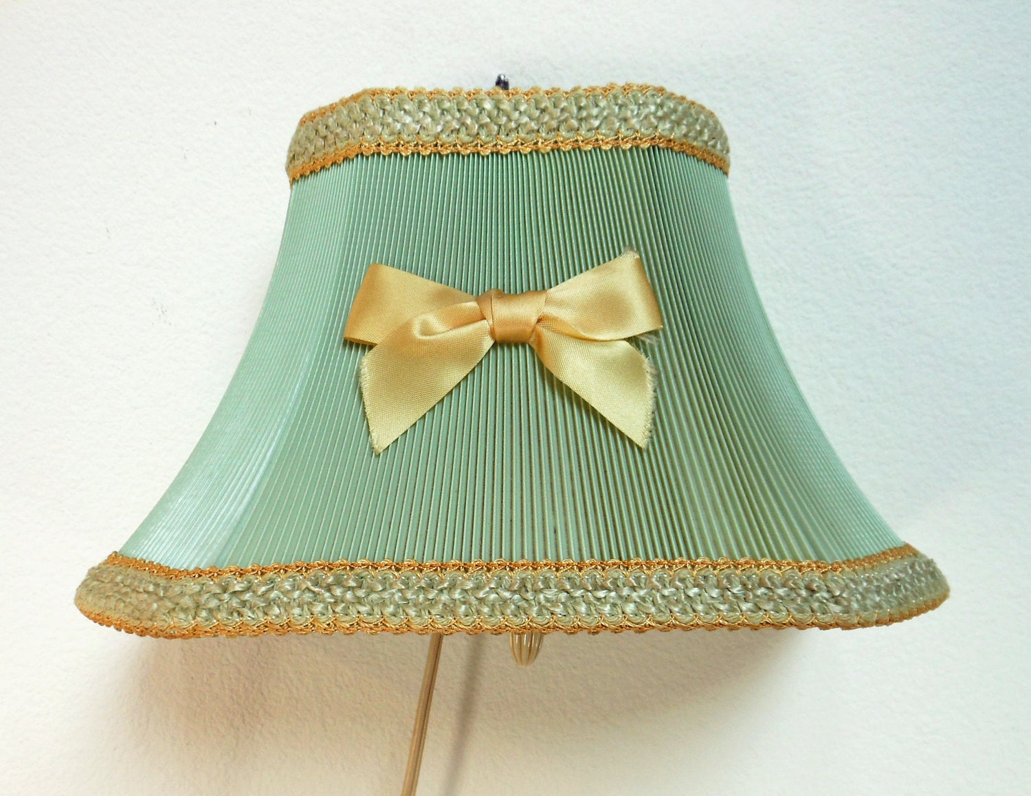 vintage mint green wall lamp yellow trim by. Black Bedroom Furniture Sets. Home Design Ideas