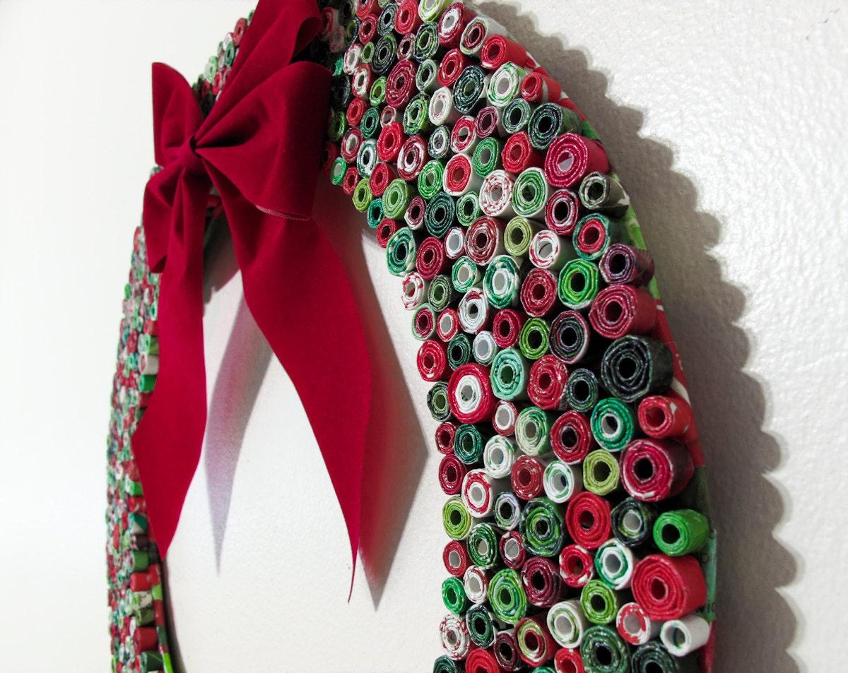 Upcycled Венок Журнал - Рождественский венок сделан из переработанных журналы