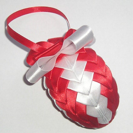Ribbon Easter Egg, Quilted Easter Ornament - Gofen