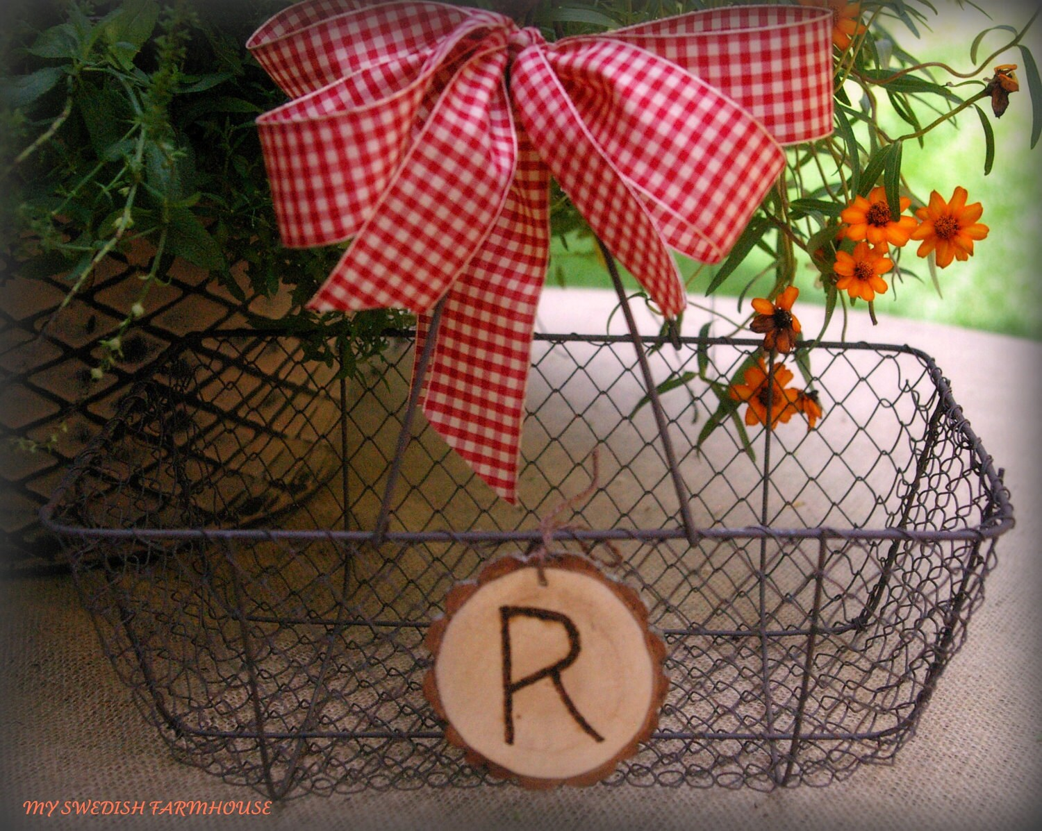 Wedding Card Basket Card Box Chicken Wire Rustic Barn Wedding Decor Personalized Engraved Heart (Your Color Choice of Ribbon) - MinSvenskaLandgard