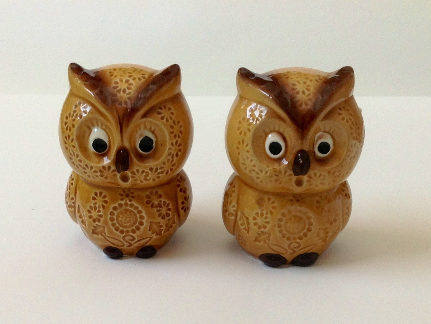 Owl salt and pepper shakers vintage decorative by thegussyowl