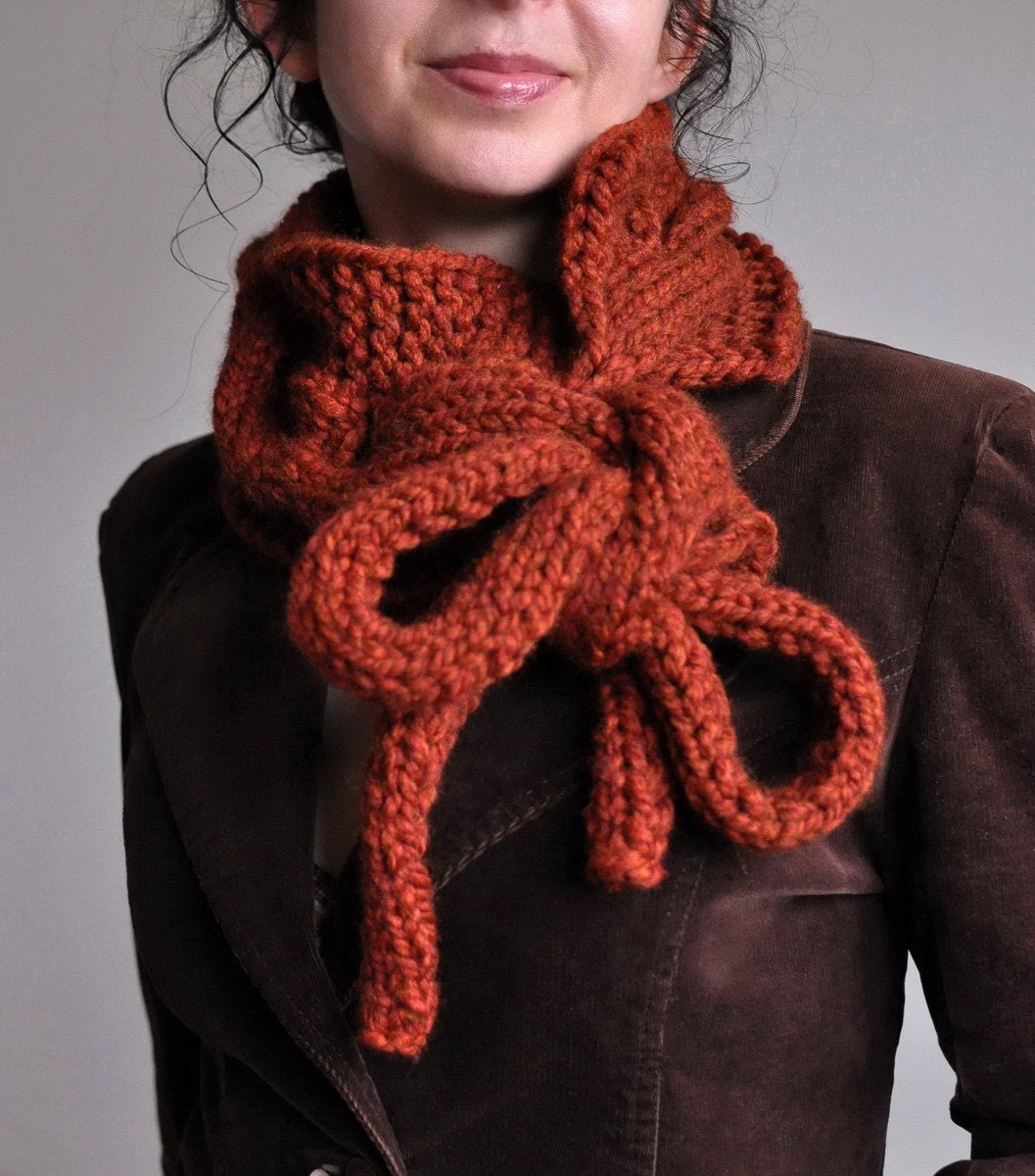 Twist Me Around - handknit superchunky телеграфировал neckwarmer / шарф / воротник / капота / перевязать шнурки с длинными Индивидуальные заказы в 16 цветов