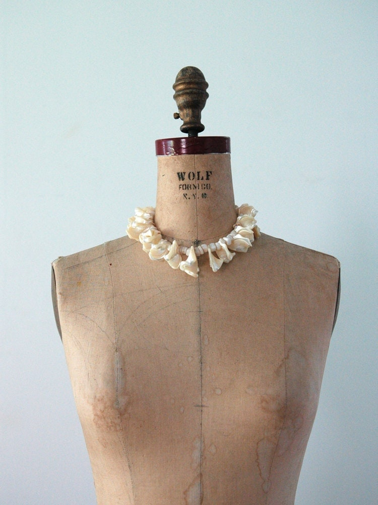 Seashell Necklace // Vintage Sea Shell Choker - 86Vintage86