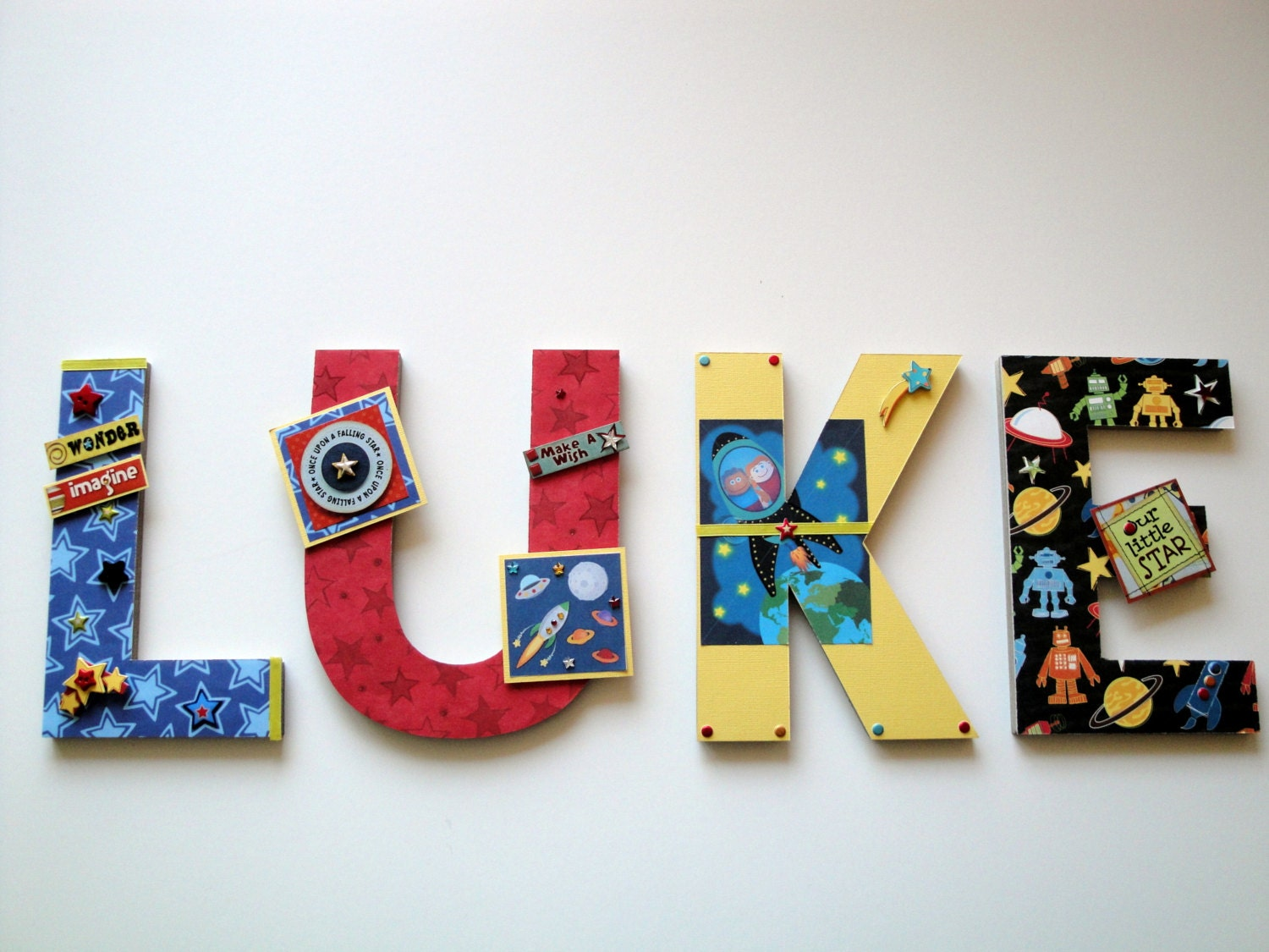 Outer space wall letters rockets aliens by for Decoration 3d sol