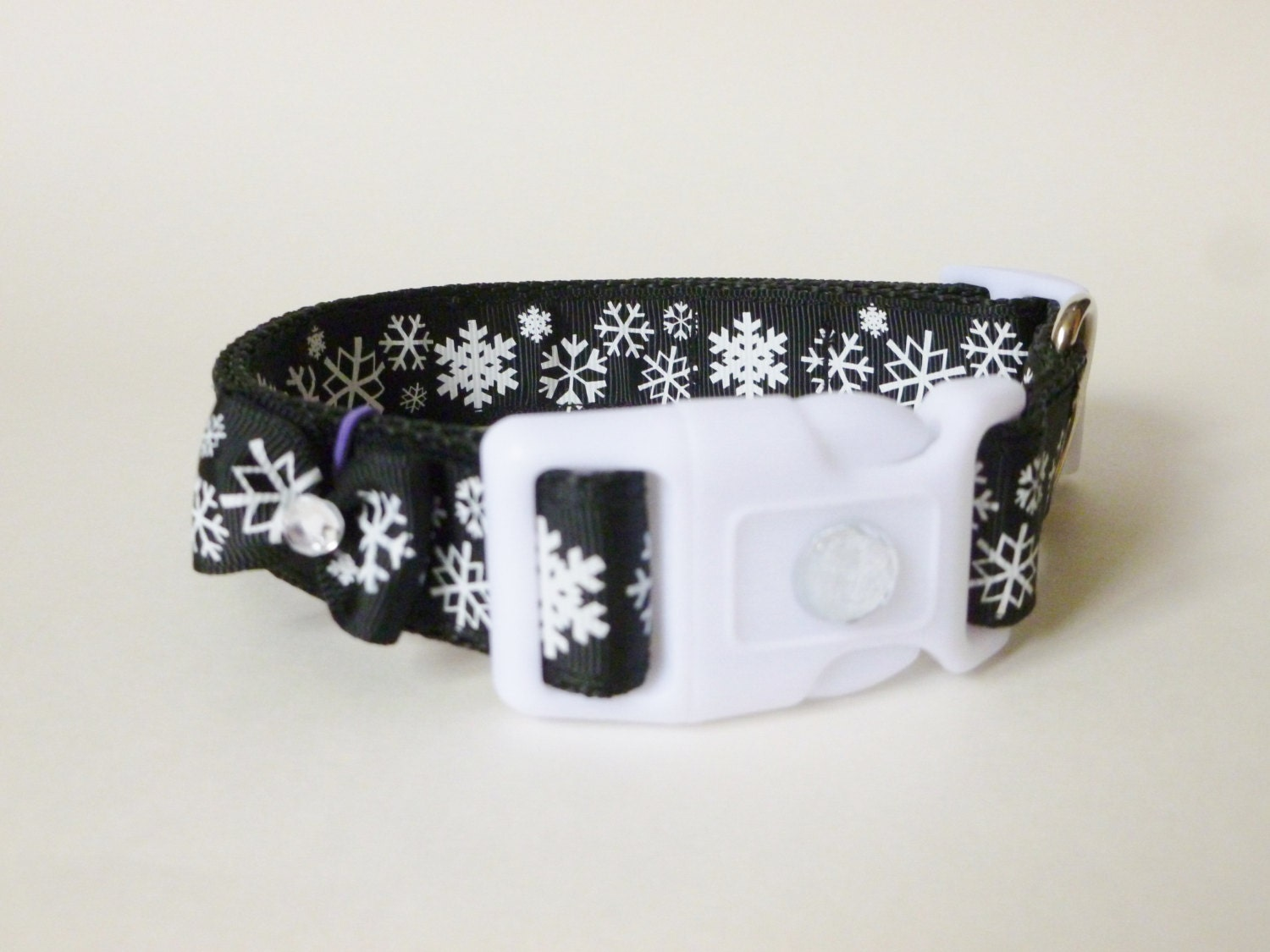 15% off Dog Collar - Christmas Snowflakes - thedoggiehouse