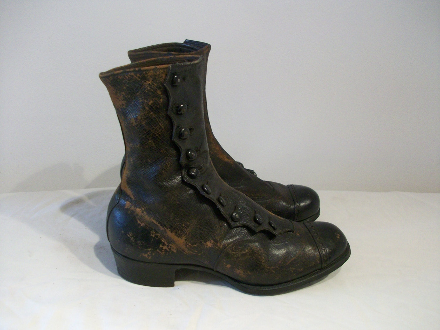 Characterful Victorian  Edwardian button boots US 5 12  UK 3 12 great look