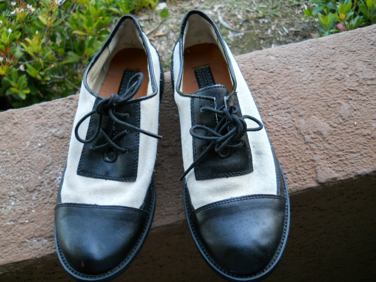 black and white tap style oxford shoes s size 6 by