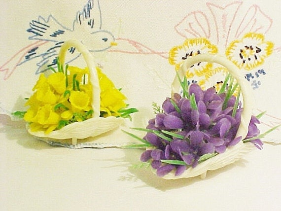 Vintage Plastic Tiny Flower Baskets, Two Sweet Retro Do Dads