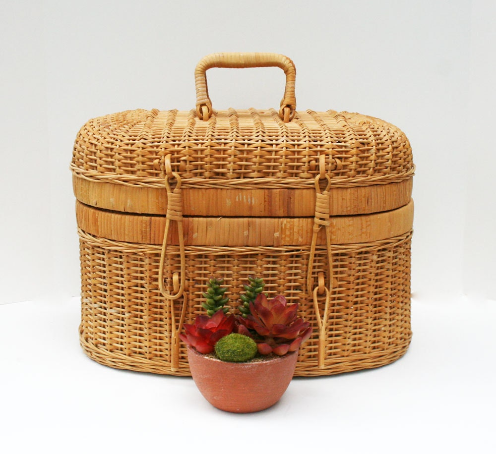 Wicker Baskets With Handles And Lid : Oval shaped woven wicker basket with lid and handles by