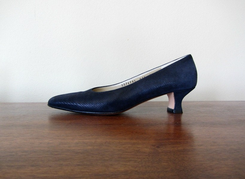 Salvatore Ferragamo shoes . 90s navy vintage heels . 1990s fashion - BlueFennel