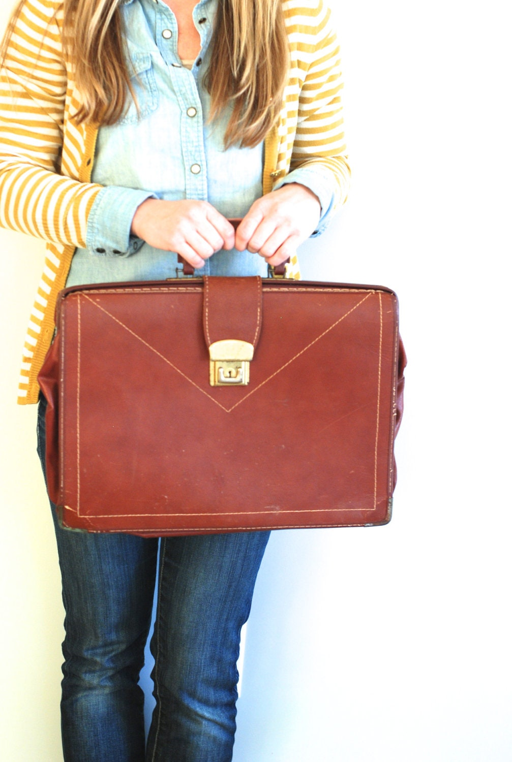 Vintage Briefcase - thevintagetreehouse