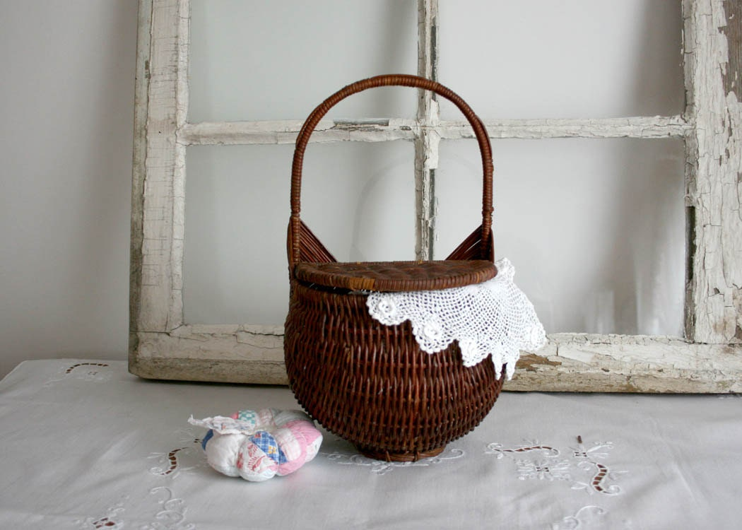 Vintage Wicker Basket with hinged lid - hang on wall with handle brown white spring mothers day easter - TheHeirloomShoppe