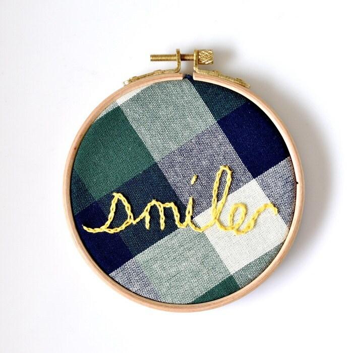 Hand Embroidery Hoop Art - Smile - DobleEle