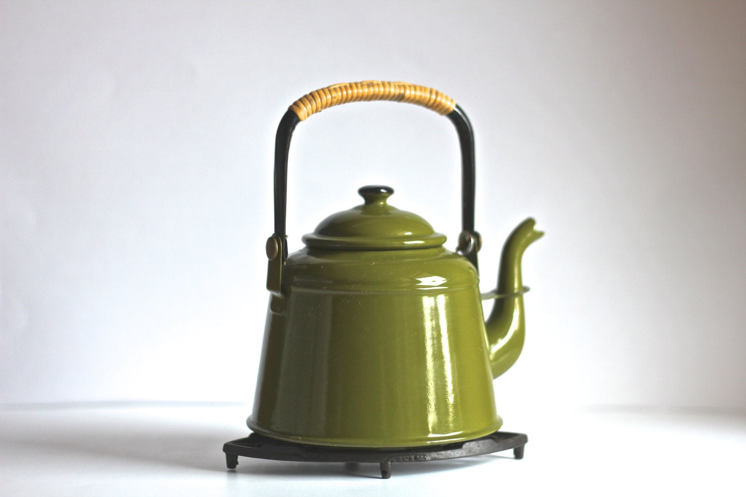 Olive Green Enamel Tea Pot Kettle - TheWrinklyElephant