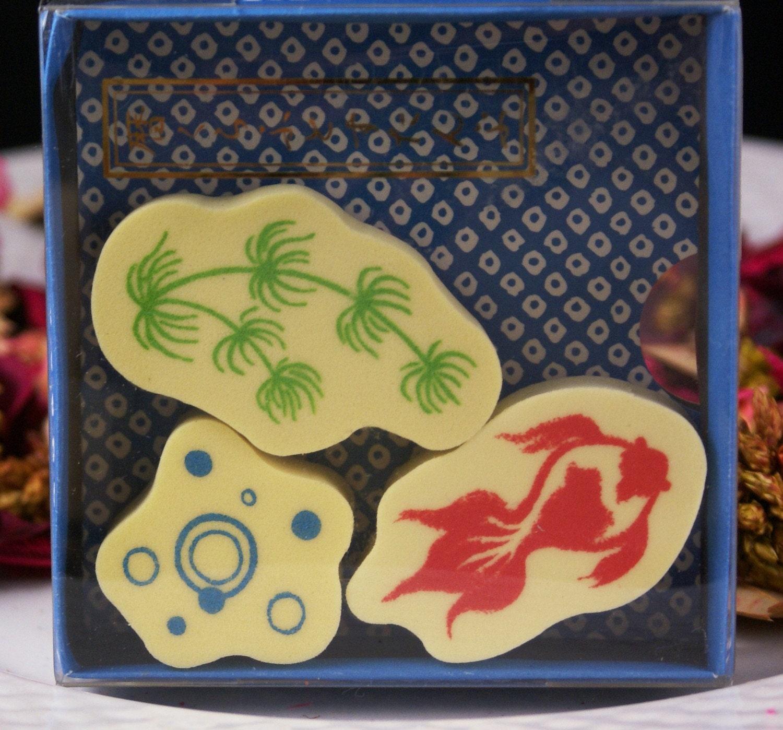 Koi goldfish fish tank bubbles and fake seaweed by for Fake koi fish