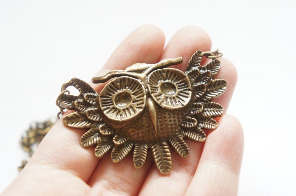 ON SALE --Retro Vintage Style  Owl Necklace    -   length 46 cm