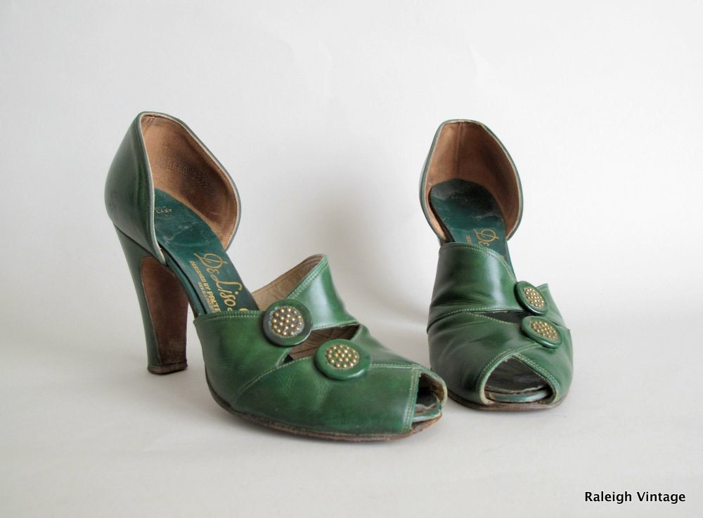 Vintage 1940s Shoes : 40s Green Button Peep Toe Pumps