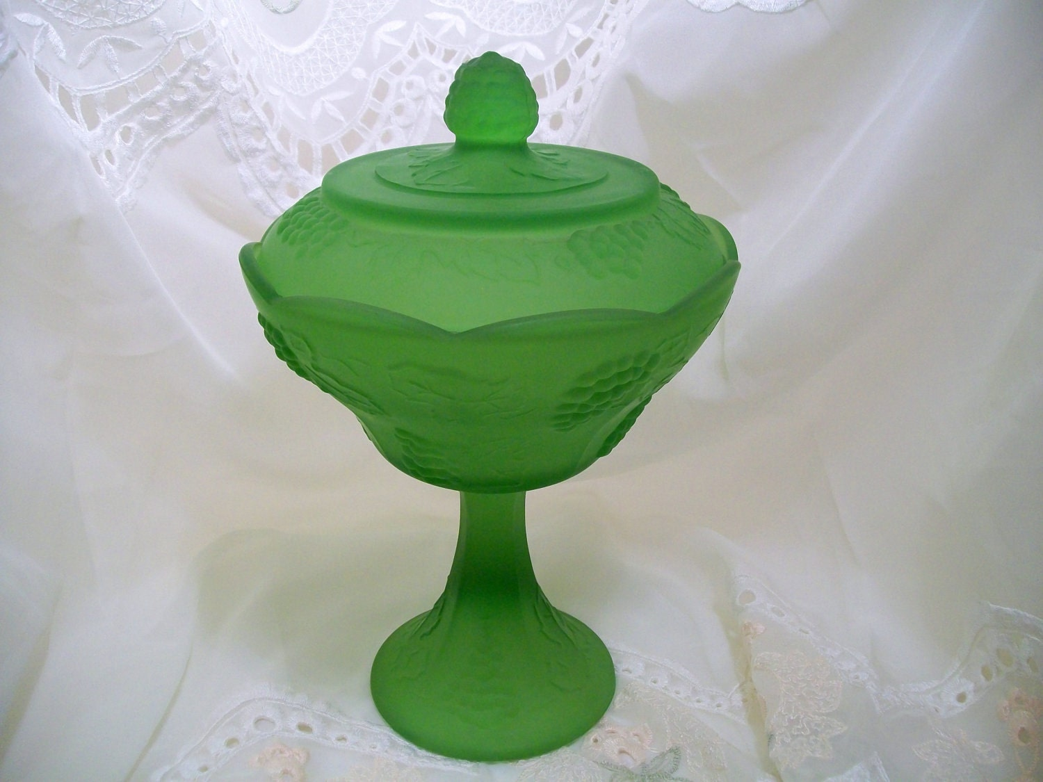 Rare Indiana Glass Frosted Lime Green Harvest Grape Candy Dish