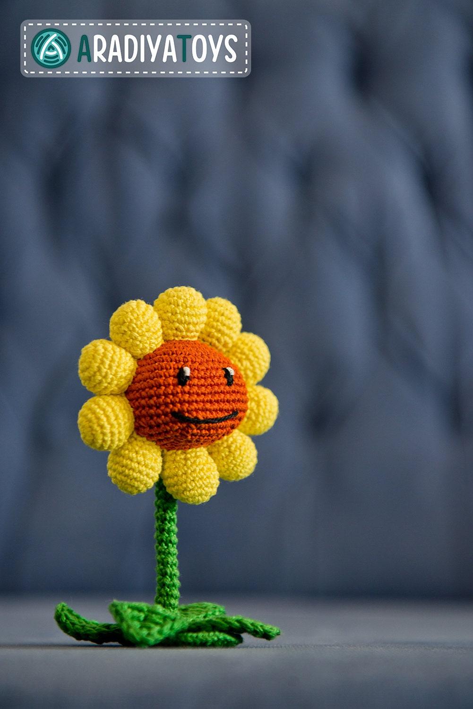Amigurumi Plants Vs Zombies : Crochet Pattern of Sunflower from Plants vs Zombies by Aradiya