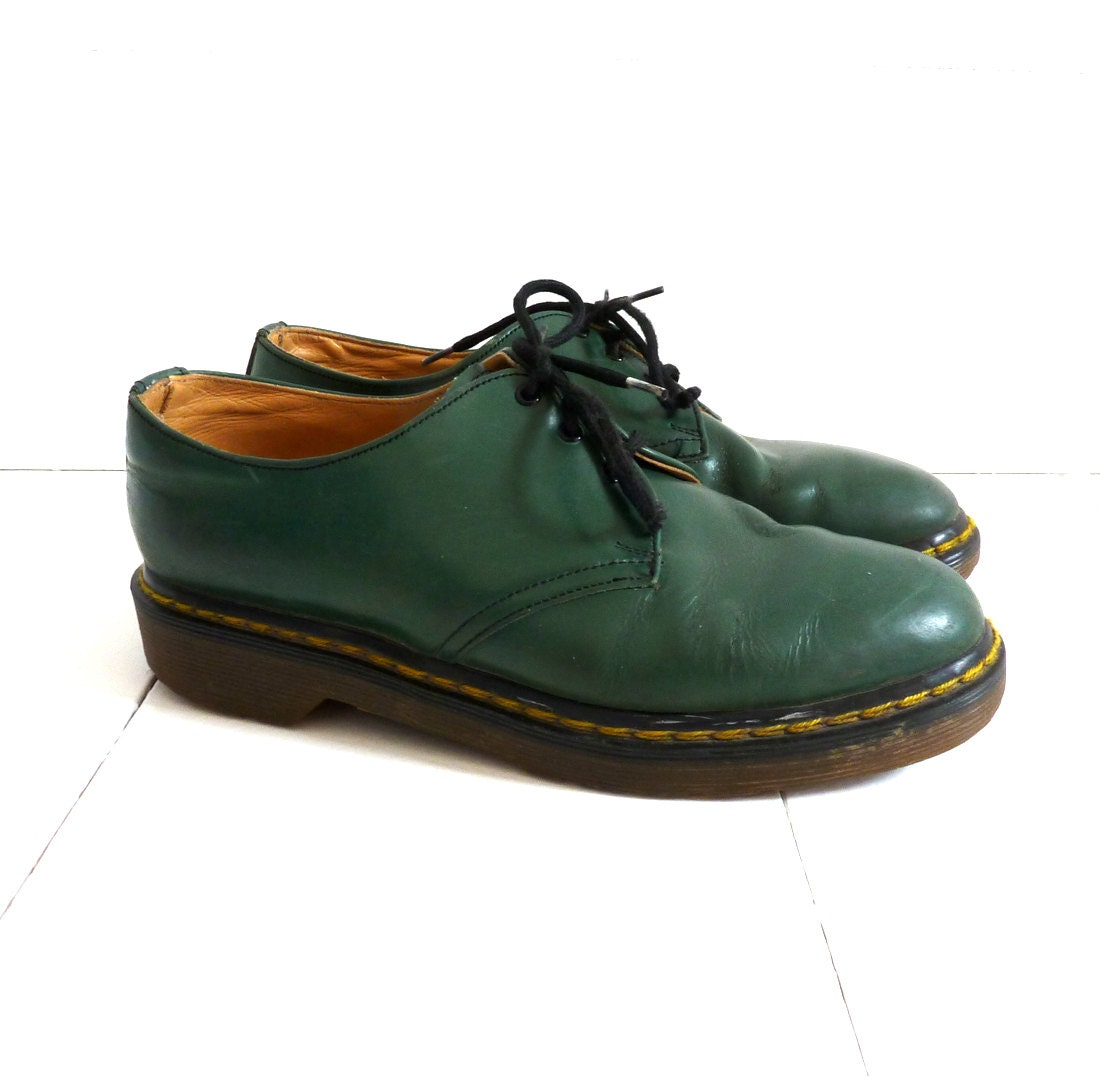 Shop the latest range of Dr Martens shoes and boots online at THE ICONIC. Enjoy the option of free and fast delivery throughout Australia, including Sydney, Melbourne & Brisbane. Shop online today!