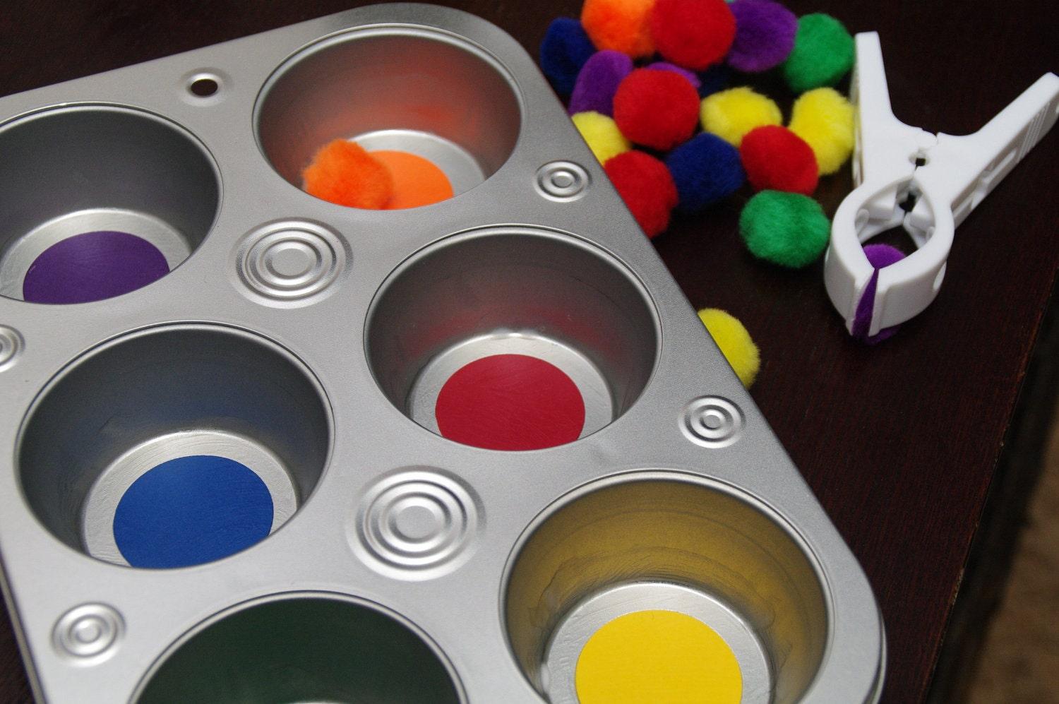Busy Bag: Muffin Tin Color Sort - BusyLittleLearners