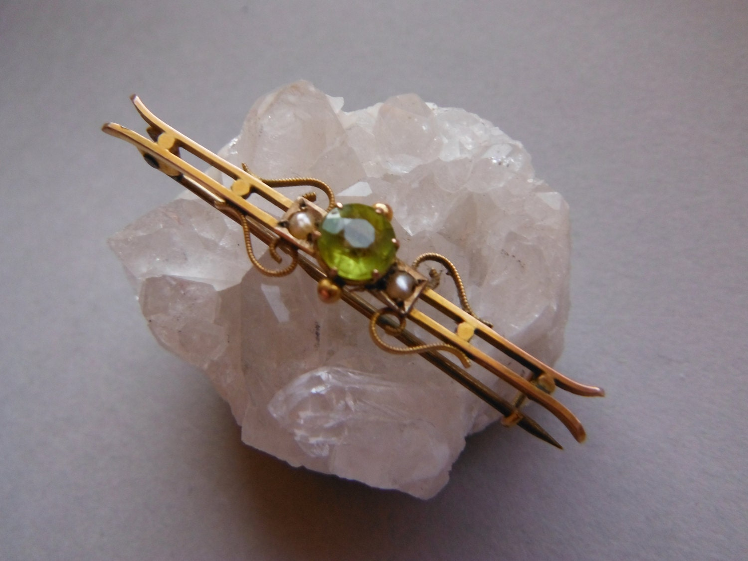 Antique Edwardian 9ct Gold Peridot and Seed Pearl Bar Brooch