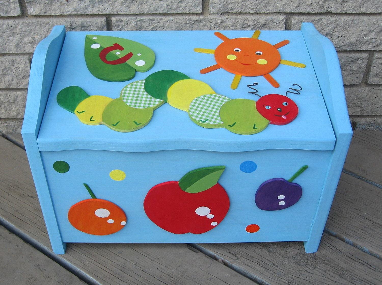 Toy Box Грудь Голодные дети Керамика Caterpillar Barn Вдохновленный экологию Персонализированные Keepsake по Storytime АРТ