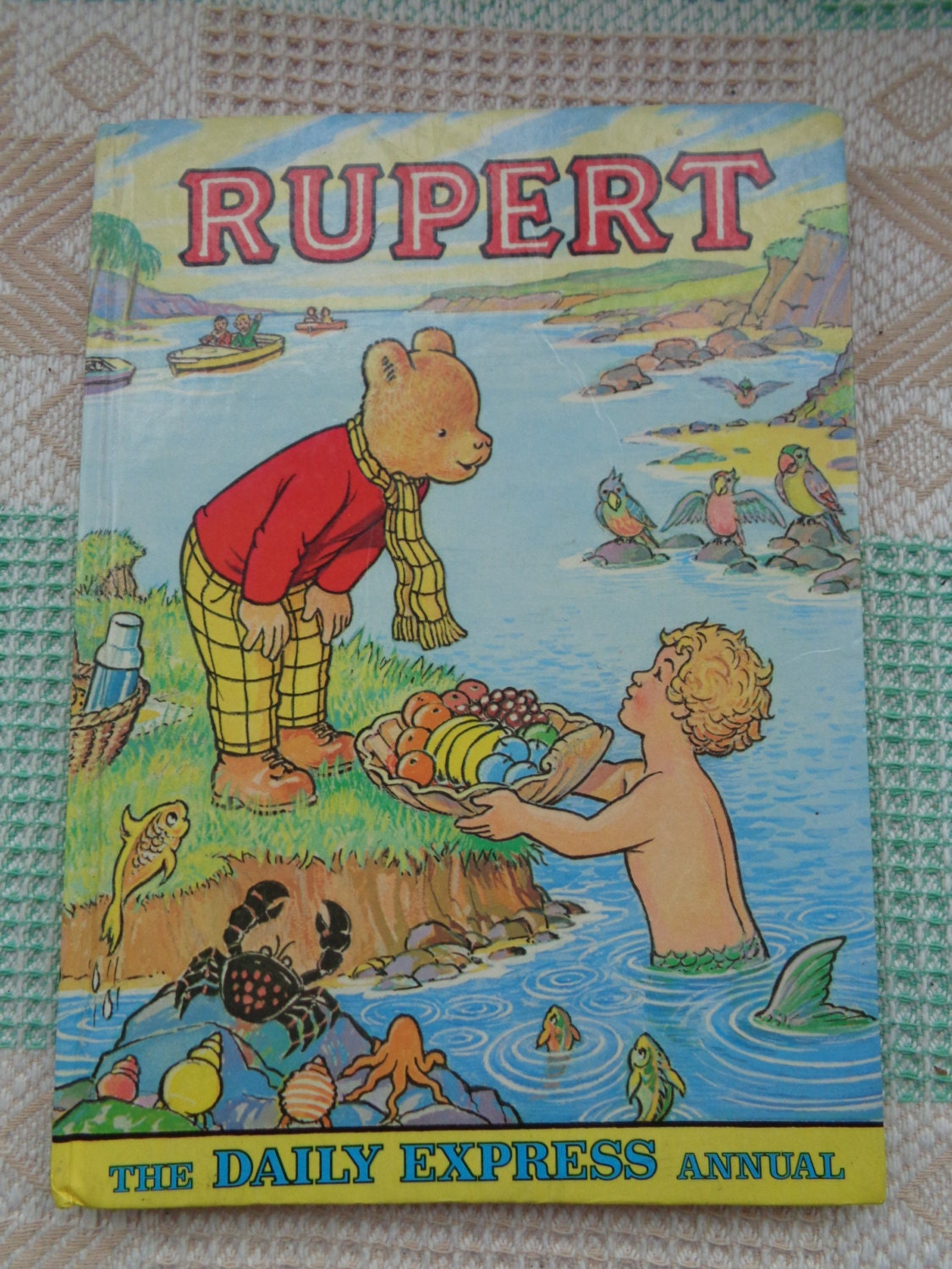Vintage 1975 Rupert The Bear Daily Express Annual