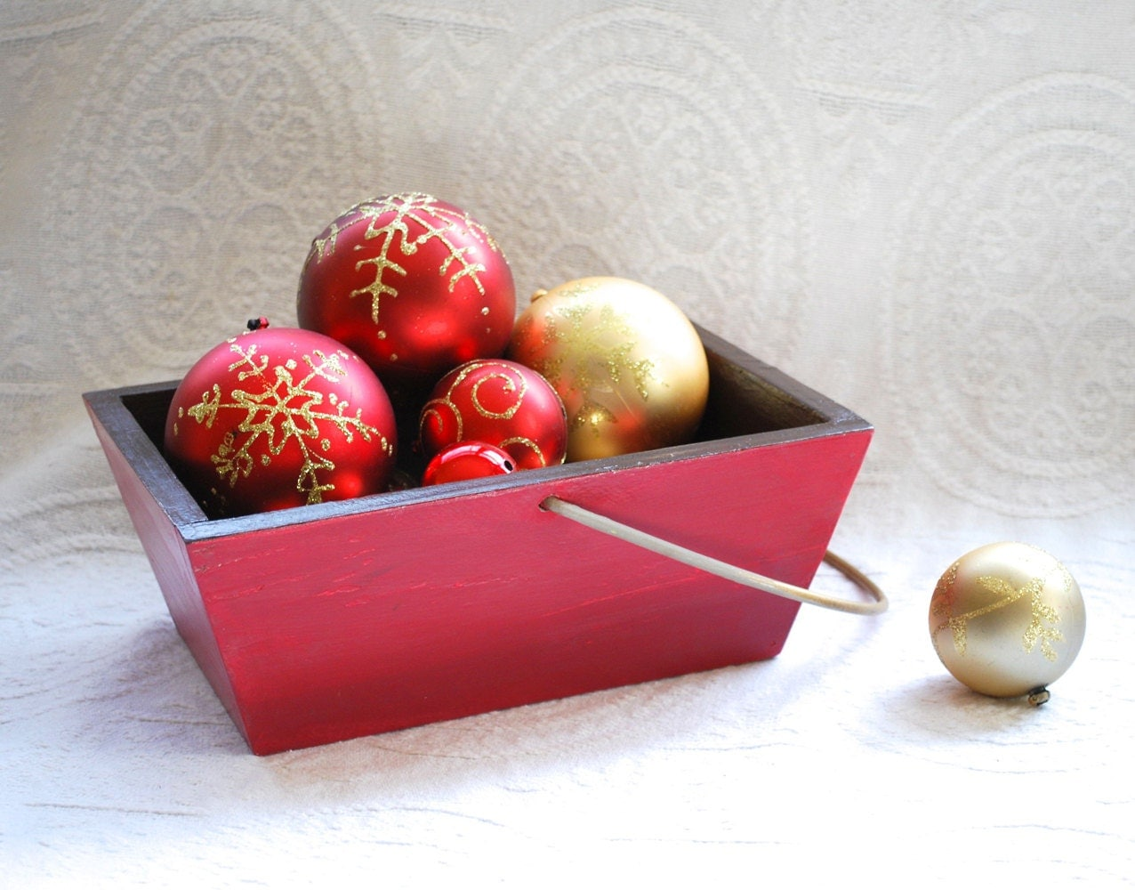 Rustic Christmas Basket / Box, Wooden, hand painted, Christmas Decor - thePaintedKitten