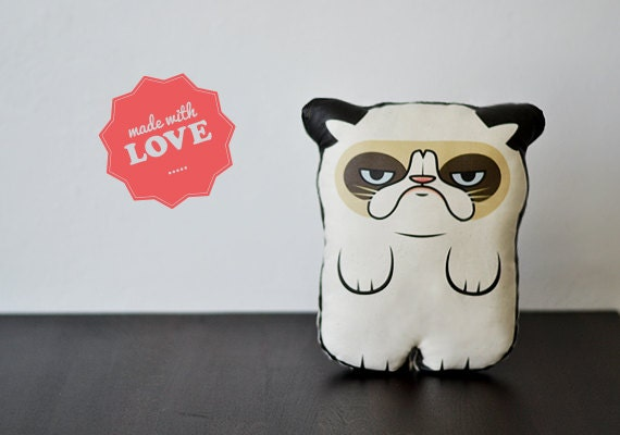 A Grumpy Cat  - Pillow - Plush - Canufactum