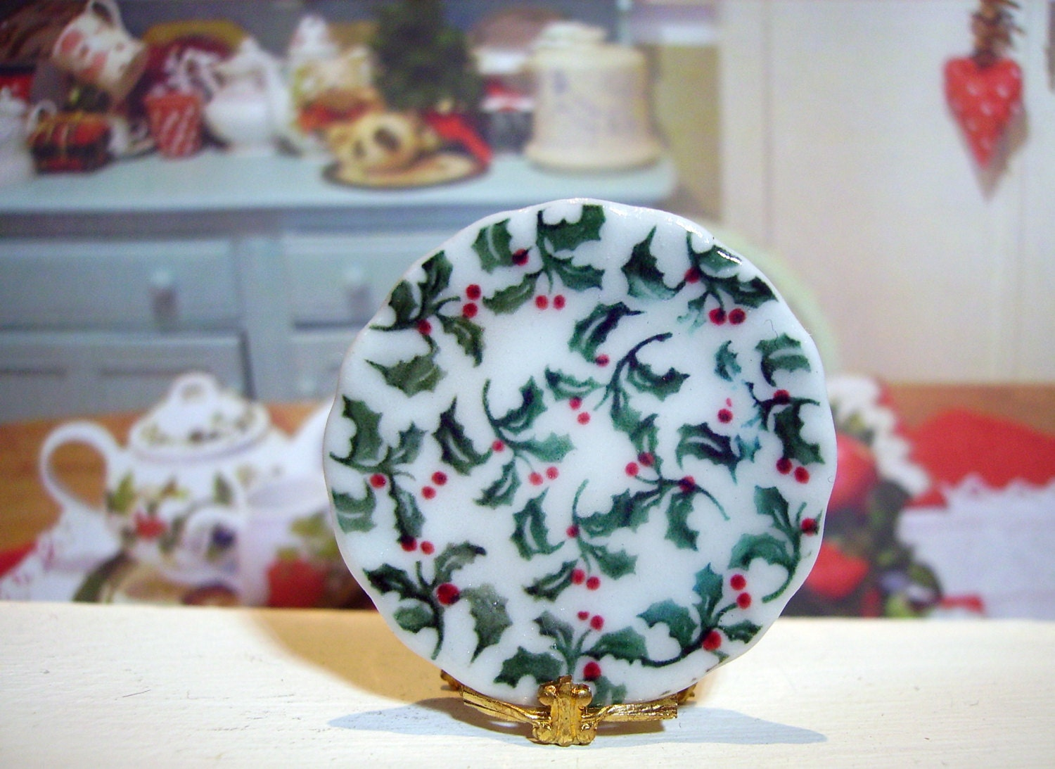 Holly Christmas  Miniature Plate for Dollhouse 1:12 scale - LeClosDesLavandes