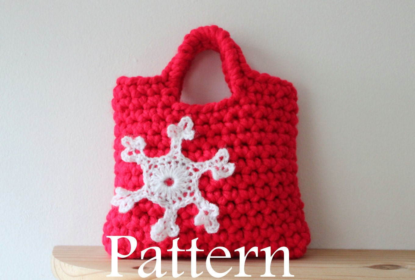 Little Girls Snowflake Purse PDF crochet by littlegirlsboutique