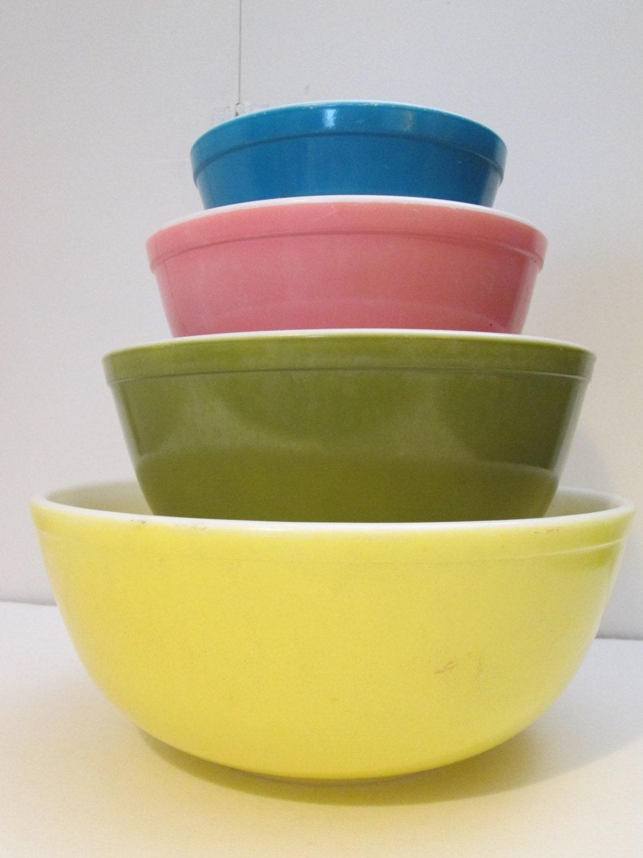 mixing vintage bowls pyrex