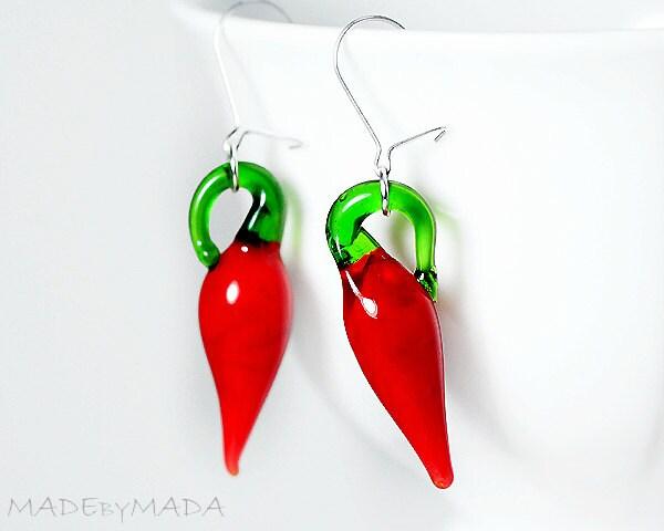 Peppers dangle Earrings red green cute jewelry Glass Lamprwork - MADEbyMADA