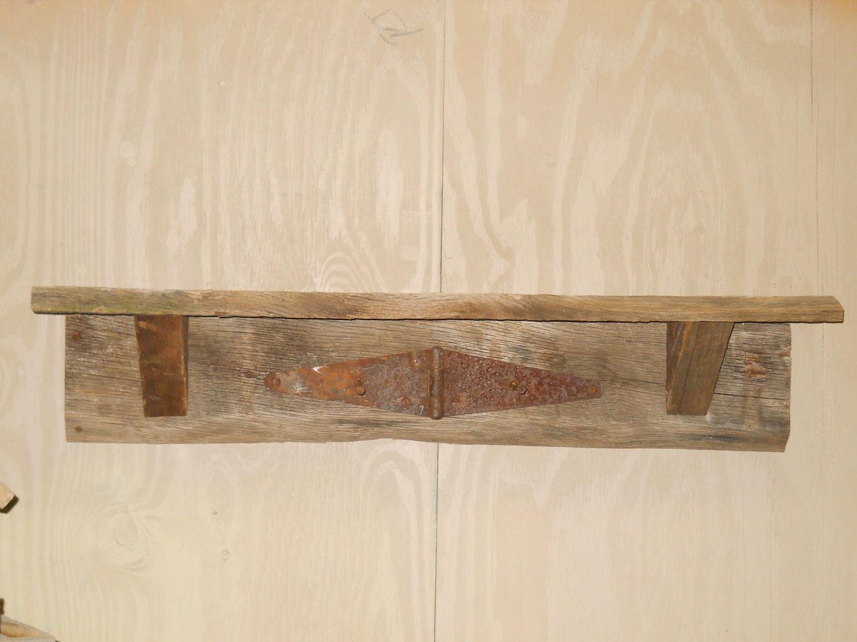 Barnwood plataforma, estantes de pared Rústico, Plataforma Barnwood rústico con bisagra oxidada y las uñas