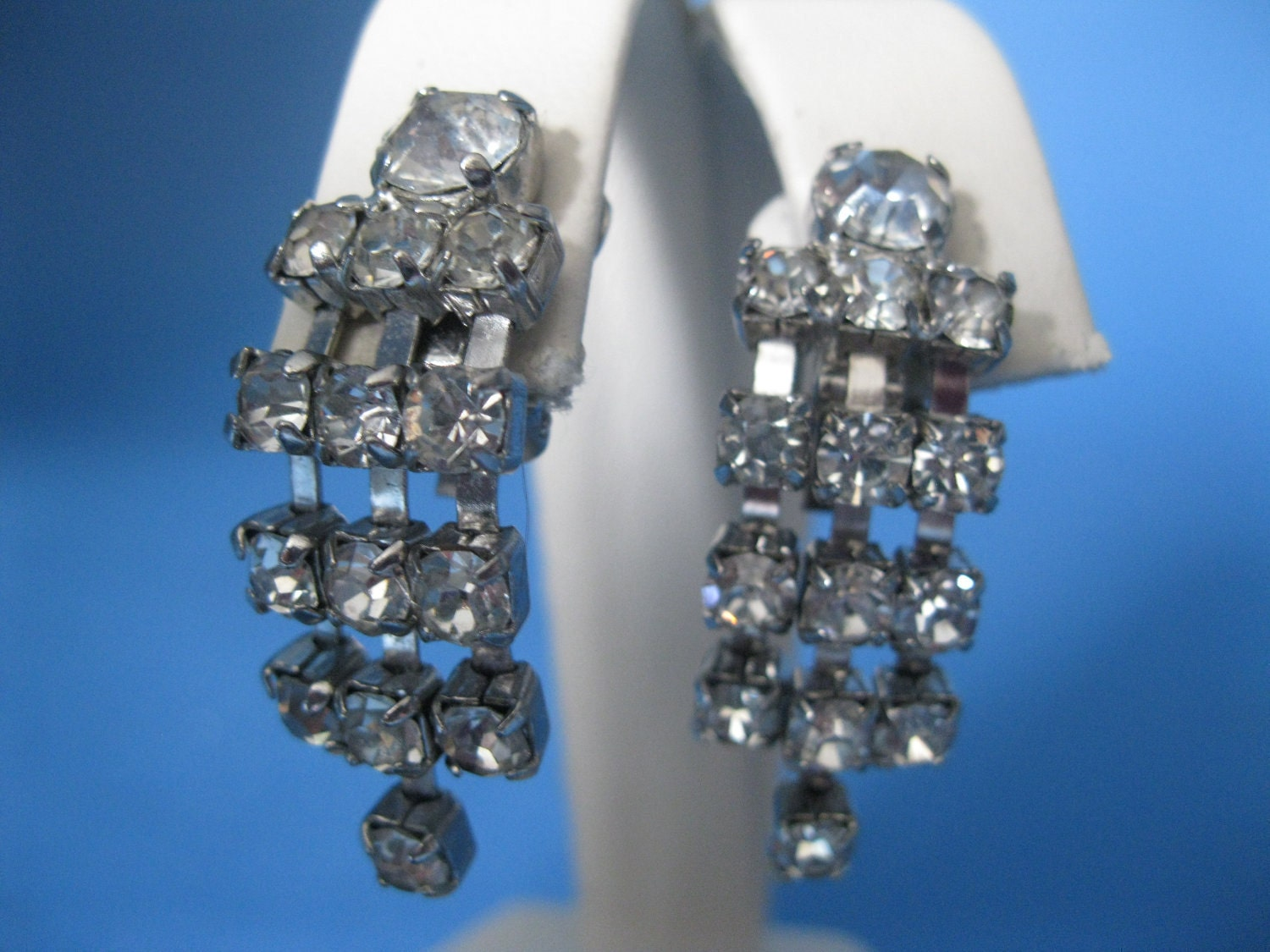 1950s Rhinestone Earrings // Chandelier Style // Formal Prom Wedding //Clip On - ladyscarletts
