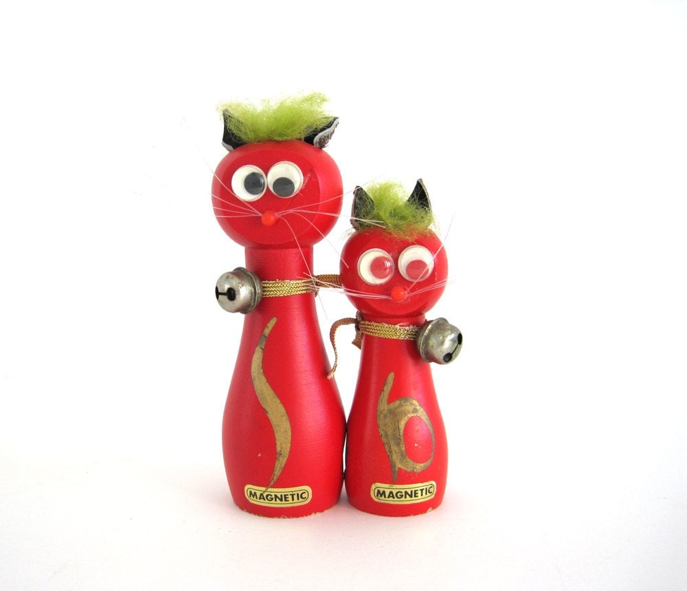Vintage Cat Pair Googly Eyes Magnetic Wood Green Hair Red - BrooklynStVintage