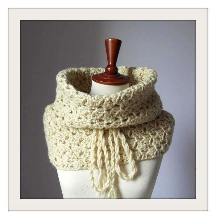 Handcrochet Cowl Neckwarmer - Beige Cream - Handmade - Giant