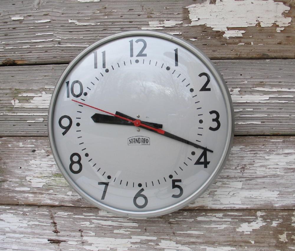 Vintage School Clock 1960 - ifindubuy