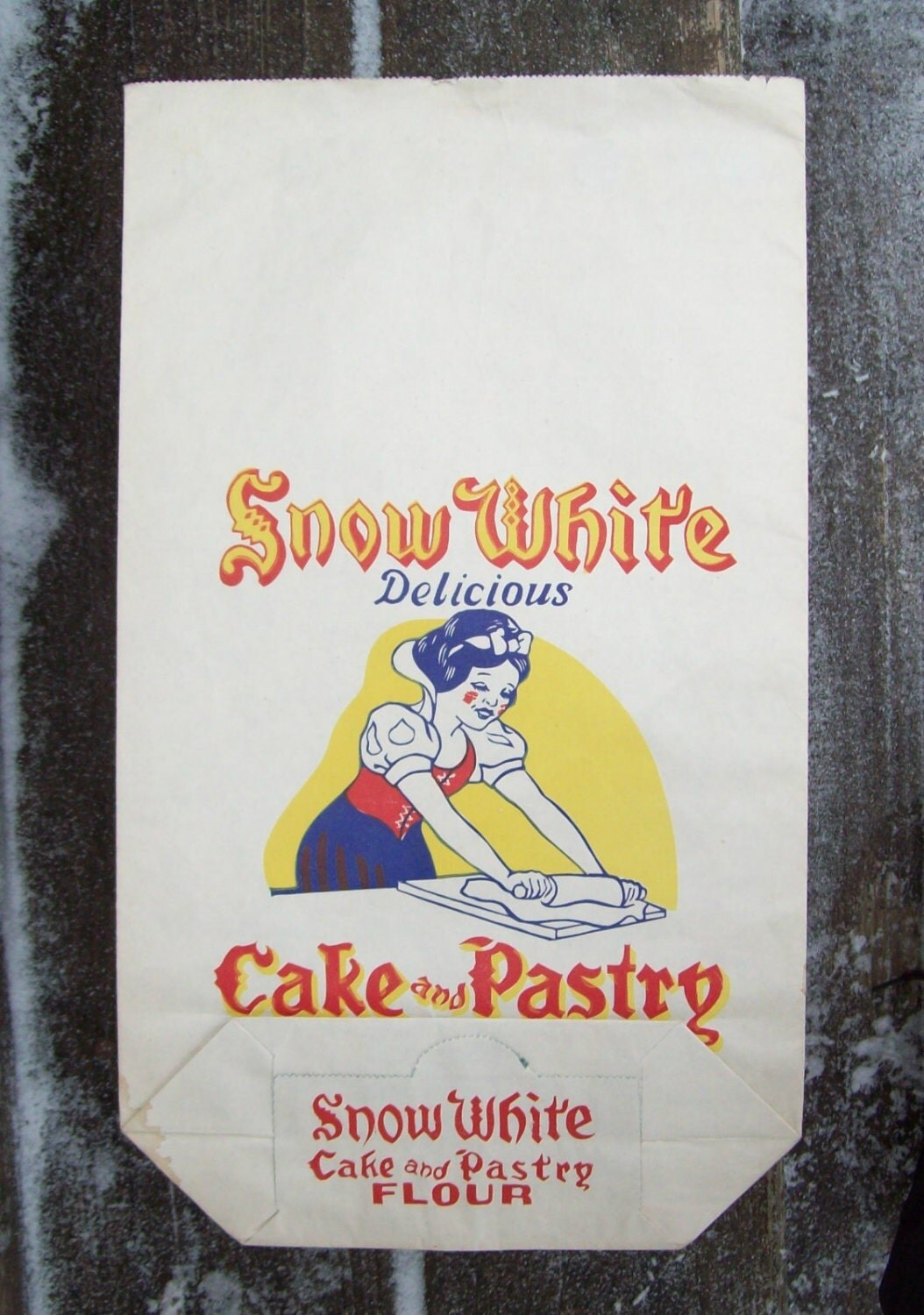 Cake Decorating Corn Flour Bag : Vintage Snow White Cake and Pastry Flour Bag by ...