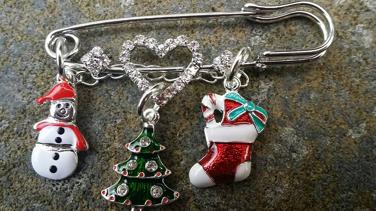 Christmas Tree Snowman Stocking Safety Pin Brooch Diamant Christmas Gift Xmas Present Diamante Heart Charms 3 inch Scarf Pin Stocking