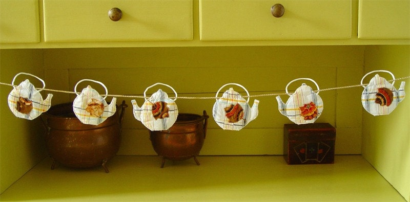 Mini quilted bunting - teapots with autumn leaves