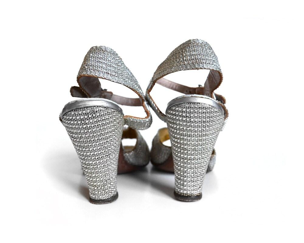 40s Glam Peeptoe Silver Shoes /  1940s Pump / Silver Heel / Silver Pump / 40s Sandal / 40s Heel /  6 Shoe / Women / Vintage Accessories Shoe - MinxouriVintage