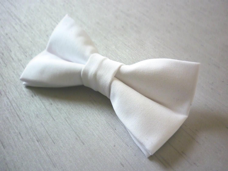 Mens white bowtie. Pre tied bowtie on a pin clasp. Occasion bowtie/wedding bowtie/prom bowtie - BlackSafari