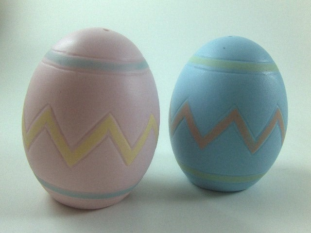 Vintage Salt and Pepper Shakers Bisque Porcelain Egg Shaped Shakers Easter Eggs Shakers Pink and Blue Shakers - theoldtimers