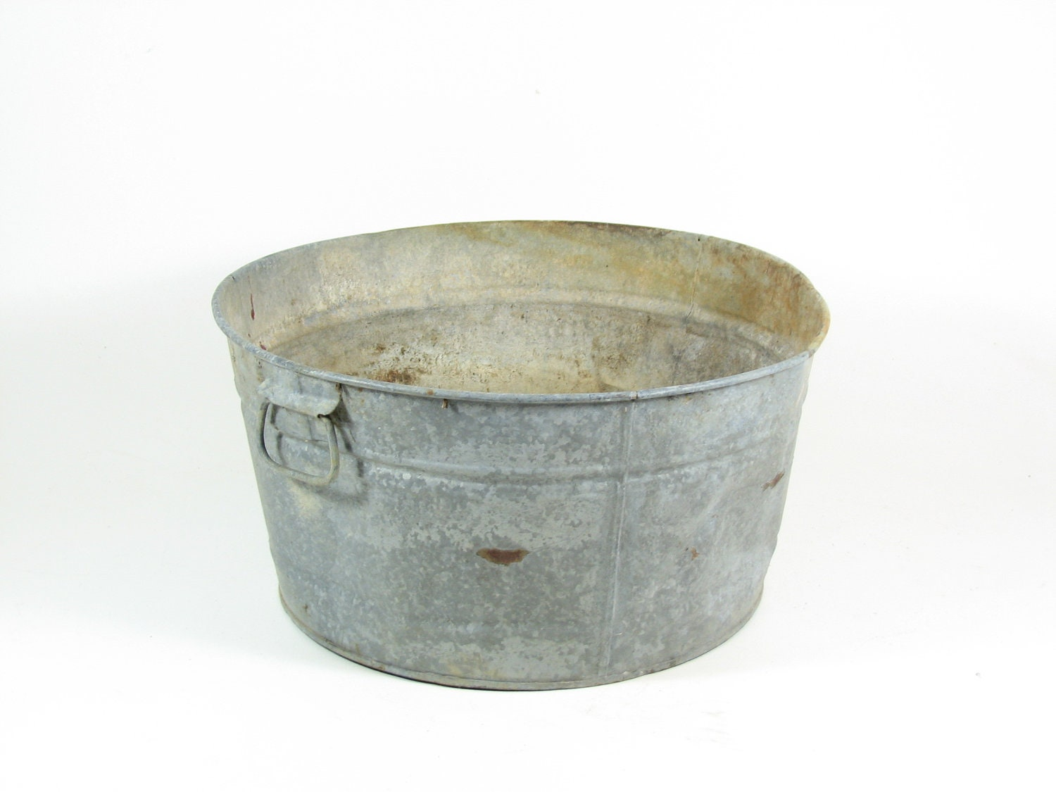 Vintage galvanized metal tub wash basin outdoor by for Large metal wash tub