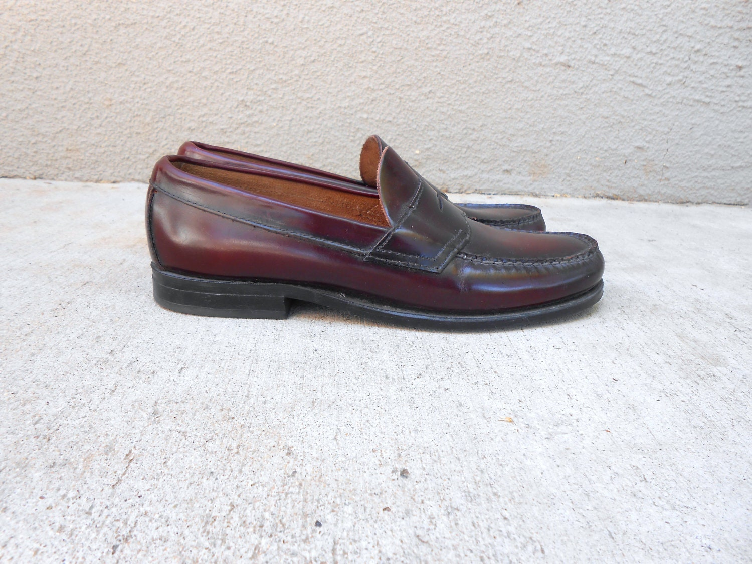 vintage 80s 90s GH BASS burgundy weejun loafer / womens size 8 C